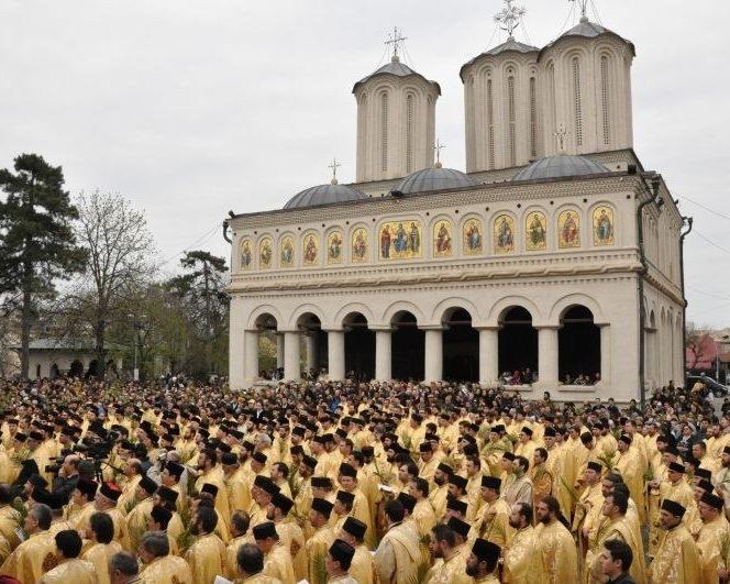 Legea salarizării unitare prevede majorări pentru preoți