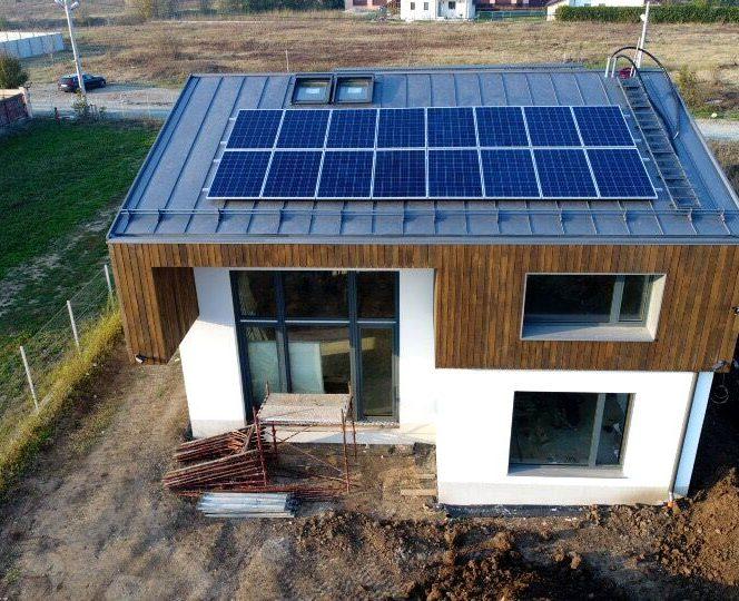 Locuința este sigură, confortabilă, eficientă energetic și automatizată.