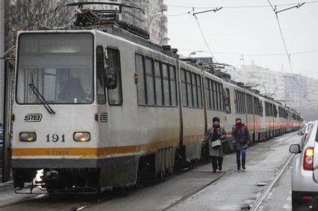 Mai multe tramvaie au rămas blocate pe linii