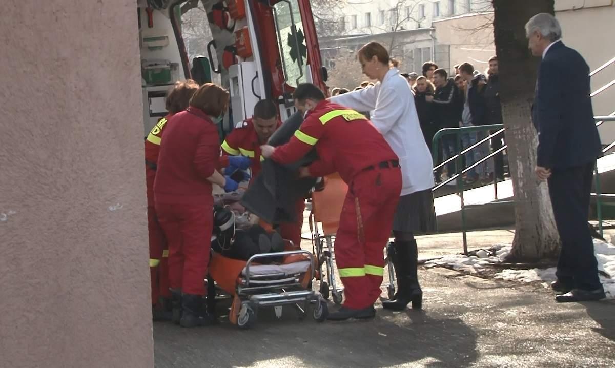 Profesoara a ajuns la spital cu o plagă înjunghiată în abdomen, în șoc hemoragic