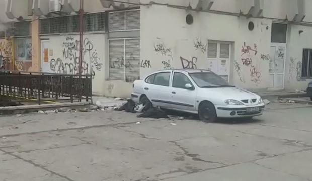 Un bărbat a fost găsit mort într-o maşină