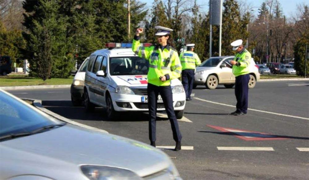 Poliţişti în traficul din Bucureşti
