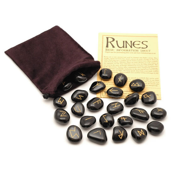 Oracolul runelor a devenit un joc de societate