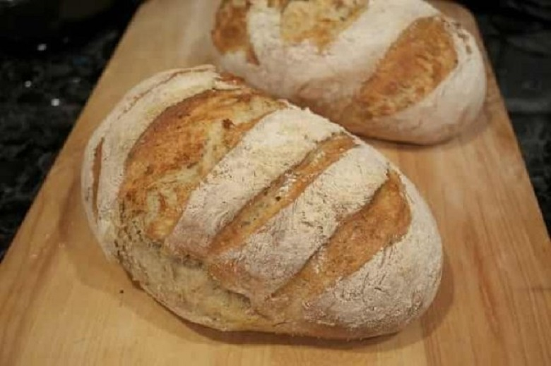 """Pâinea de casă este regina oricărei mese, indiferent de """"curtenii"""" din jur, oricât de apetisnți și suculenți ar fi aceștia"""