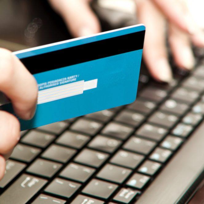 Plata facturilor online poate dura doar câteva minute