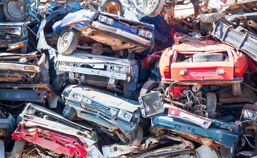Românii din Italia au luat cu asalt serviciul de Înmatriculări Auto! Legea a început să producă efecte