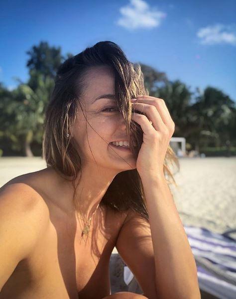 Andreea Raicu, aproape goală în vacanță. A pozat topless