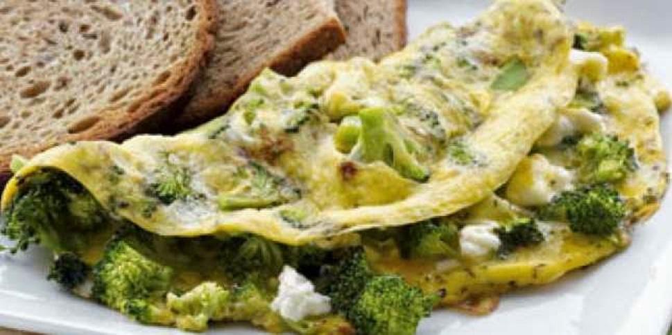 """Omletă cu broccoli și ciuperci, la îndemâna oricui, dar numai pentru """"cunoscători"""""""