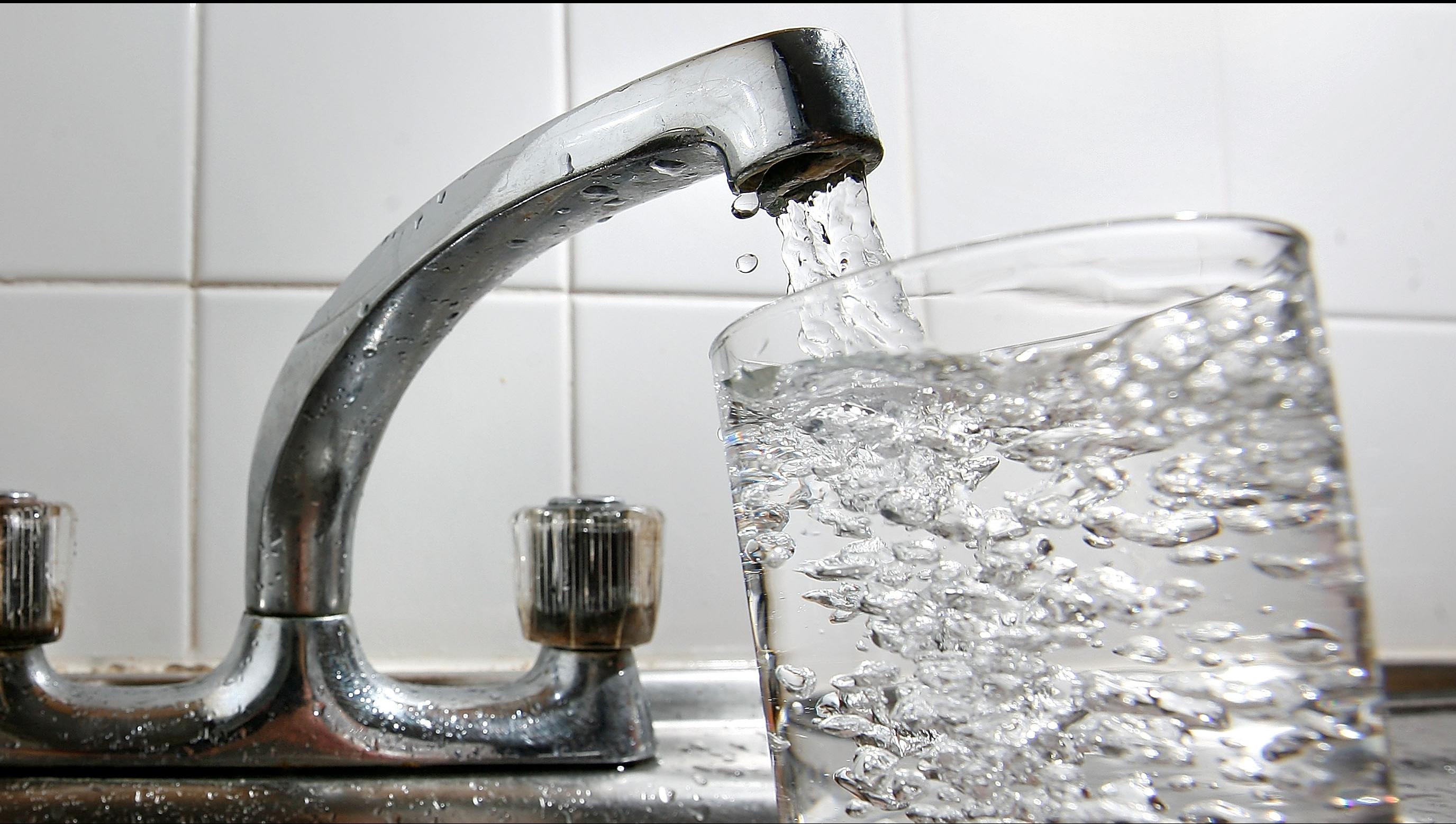 Raed Arafat intervine în scandalul apei potabile din București: Am ținut legătura cu Ministerul Sănătății
