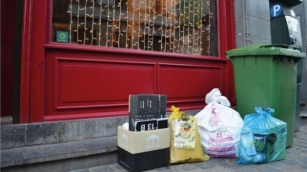 Lovitură pentru bucureșteni! Se modifică taxa pentru ridicarea gunoiului