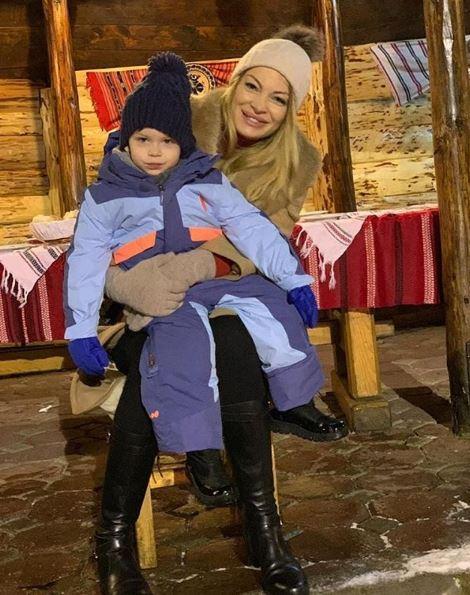 Valentina Pelinel împreună cu fiul său, Milan