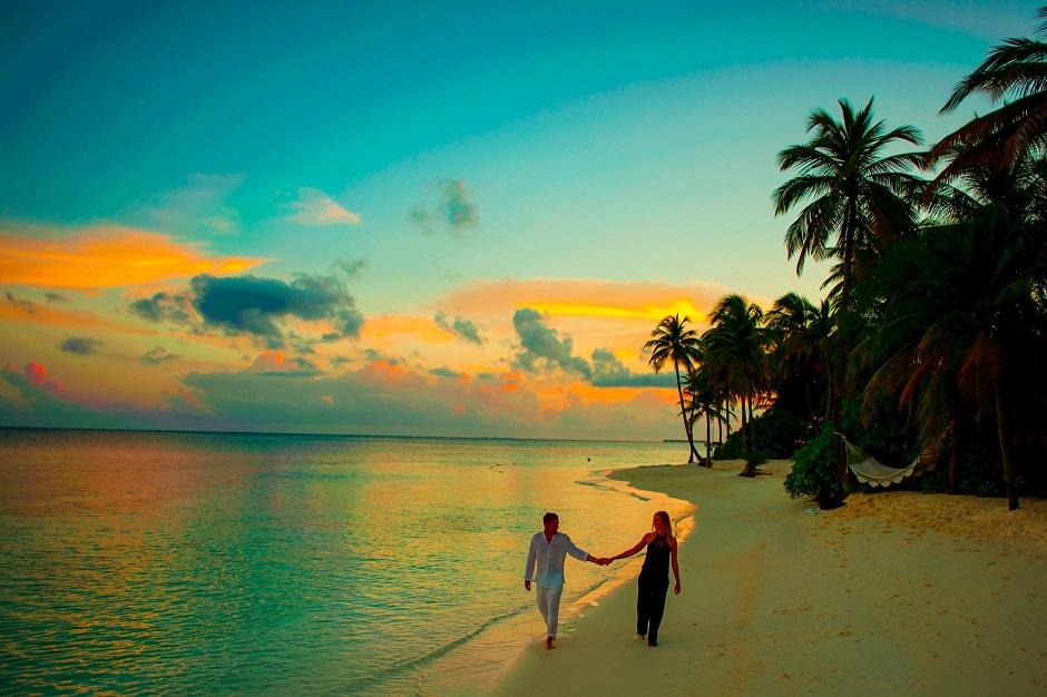 Ce poate fi mai romantic de 1 martie decât o plajă pustie doar pentru voi doi?! Sau un o cabană în vârf de munte?