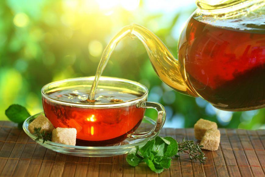 Un ceai fierbinte face minuni împotriva gripei și răcelii, dar este bun în orice stare de sănătate