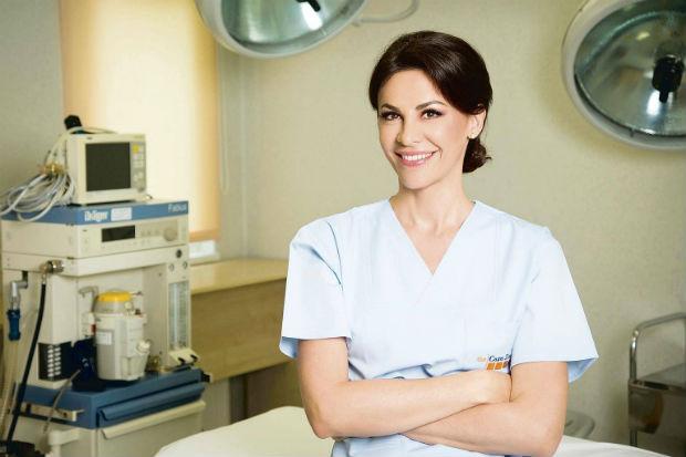 Adina Alberts, chirurg estetician