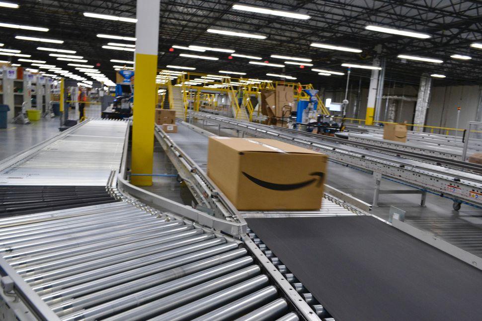 Cutremur financiar în Statele Unite. Amazon nu plătește taxe la stat. Ce spun americanii