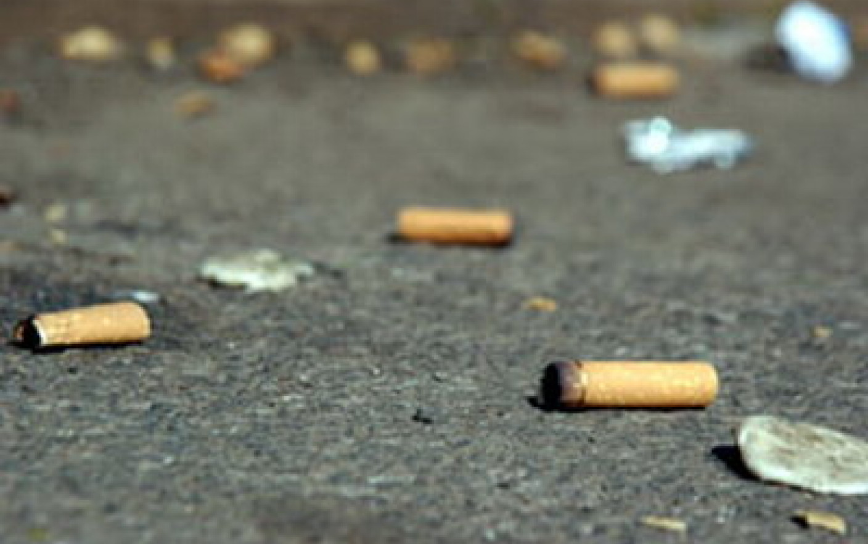 Amenzi uriașe pentru cei care își aruncă mucurile de țigară pe jos! Sancțiunile sunt cuprinse între 2.000 și 5.000