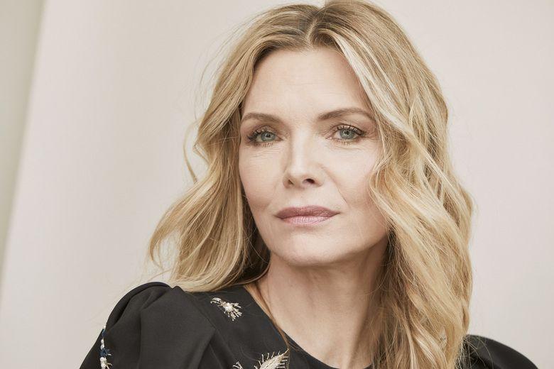 Michelle Pfeiffer este la fel de frumoasă și la 60 de ani ca la... ce vârstă vrei tu! Dar tot fără să câștige vreun premiu Oscar... O să-i vină și ei rândul într-o zi...