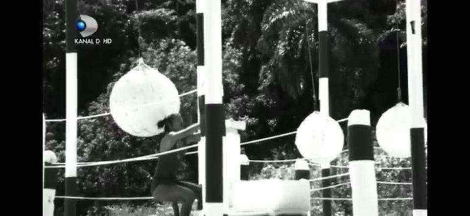 Cătălina Șeicaru s-a accidentat în timp ce încerca să împingă o bârnă