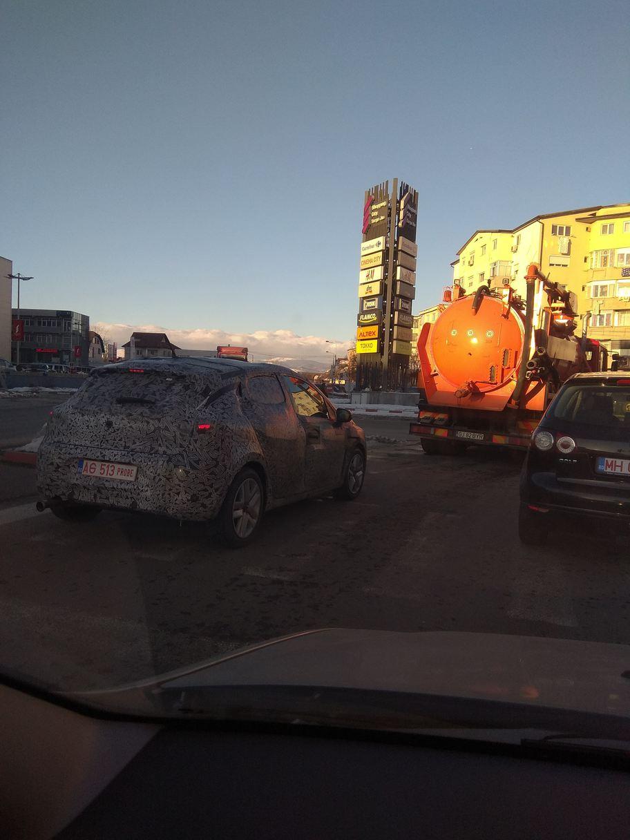 Noul model Dacia Sandero camuflaj