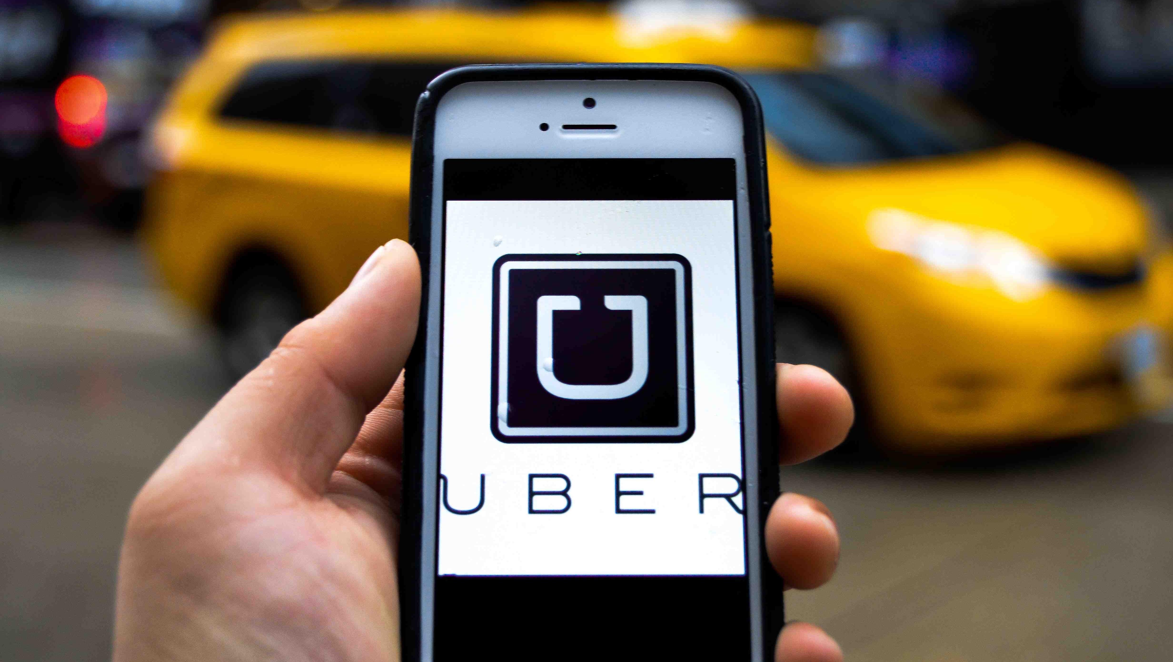 Majoritatea curselor efectuate de șoferii Uber sunt achitate online