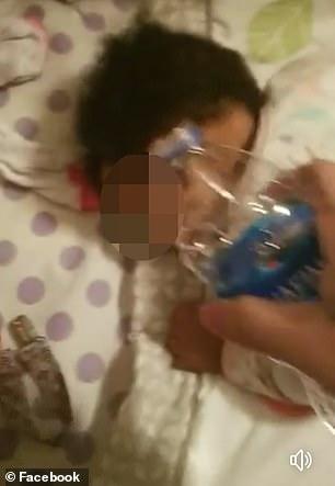Imagini cu bebelușul de 9 luni maltratat de mamă