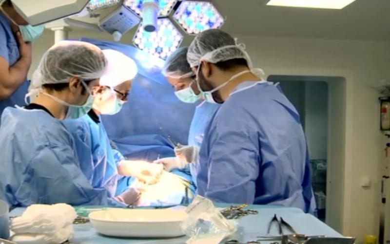 Un medic din Carei a restituit plicul cu bani oferit de către o pacientă