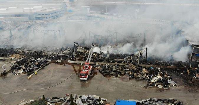 Cum arată fabrica de la Alba Iulia după incendiu! Video imagini de coșmar!