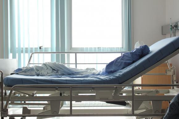 Medicul a refuzat să o trateze, nemulțumit de salarizare