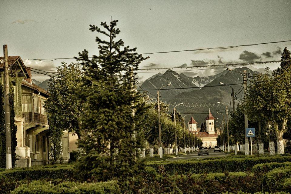 Locuitorii din singurul oraș artificial din România tânjesc după comunism! Cât de rău trăiesc cei din Victoria