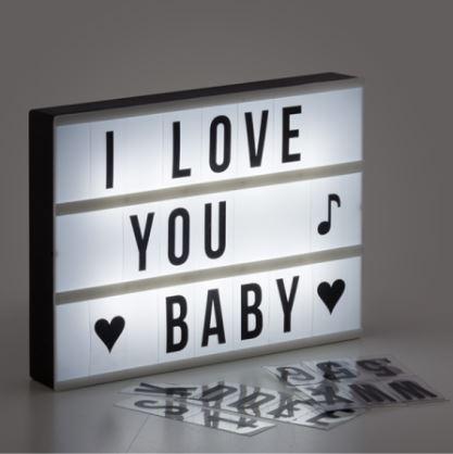 10 idei de cadouri pentru Valentine's Day. Cum să-ți surprinzi cu adevărat iubitul/iubita!