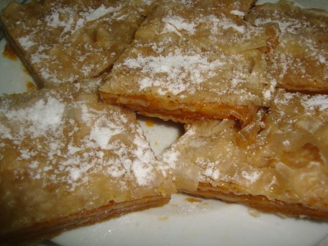 Plăcinta cu dovleac este tot un deliciu și cu foi din comerț, dacă n-ai timp să faci aluatul acasă