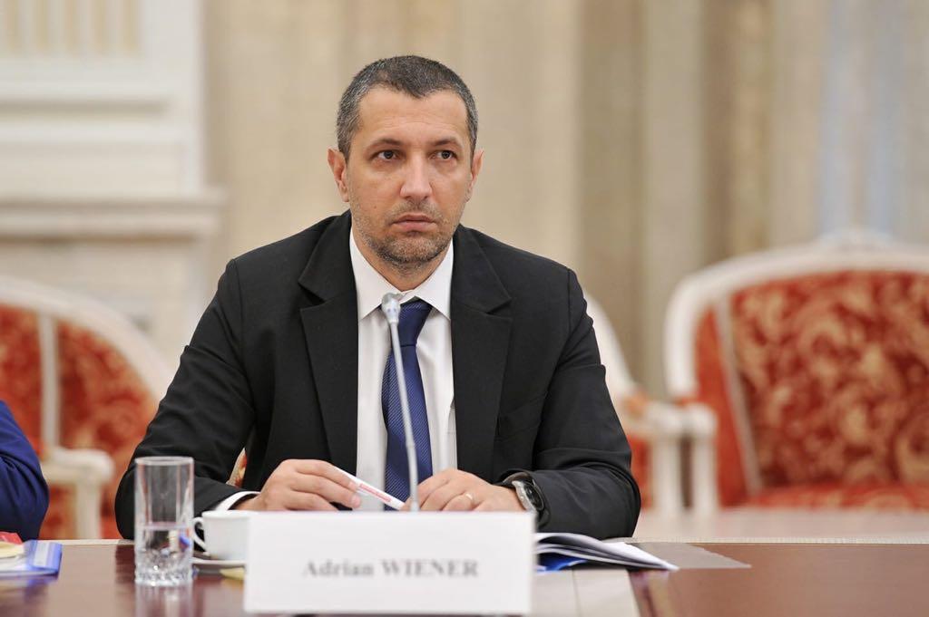 Senatorul USR Adrian Wiener susține că datele economice ar fi fost cosmetizate