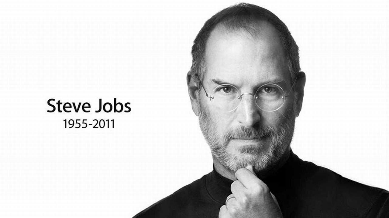 Steve Jobs, fondatorul Apple, ar fi împlinit astăzi 64 de ani. Cum l-au comemorat angajații