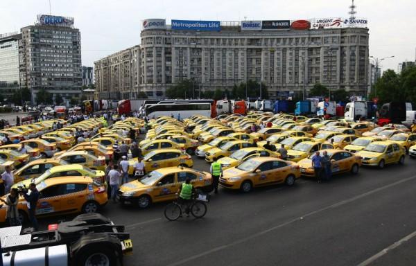 Taximetriștii au protestat în fața Guvernului