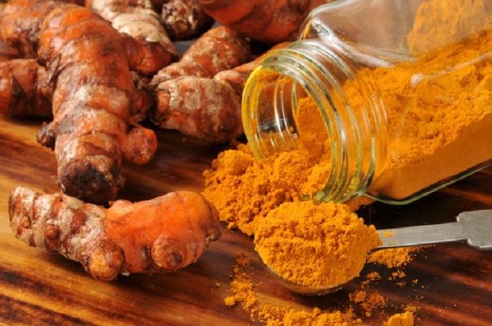 Turmericul este considerat un ingredient minune: are peste 500 de intrebuintari spectaculoase, inclusiv în tratarea cancerului