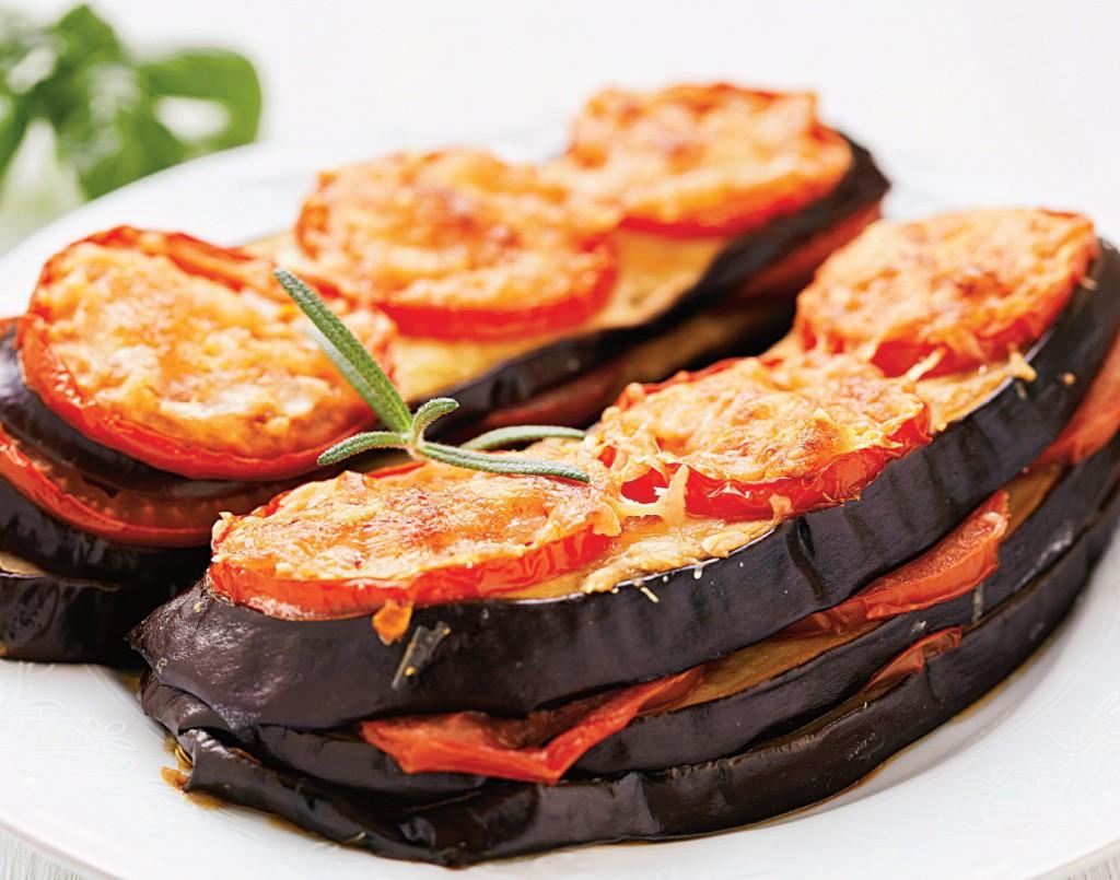 15 alimente care nu îngrașă niciodată: vinetele la grătar sau la cuptor. Un deliciu!