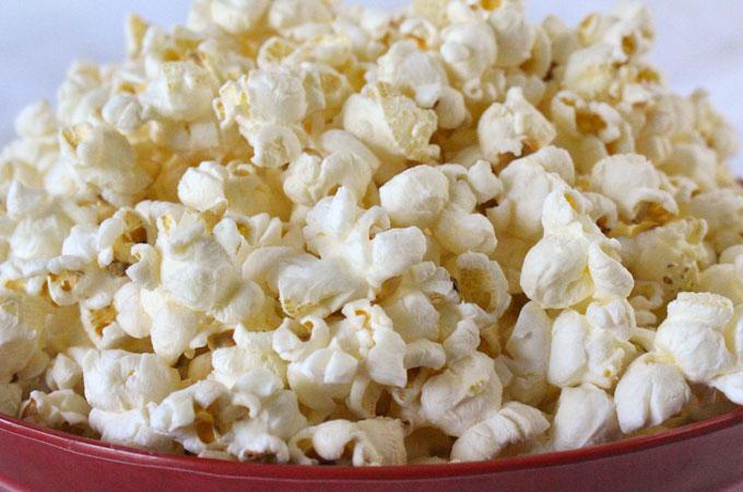 15 alimente care nu îngrașă niciodată: floricele de porumb / popcorn. Simple, nu îmbibate în... unt!