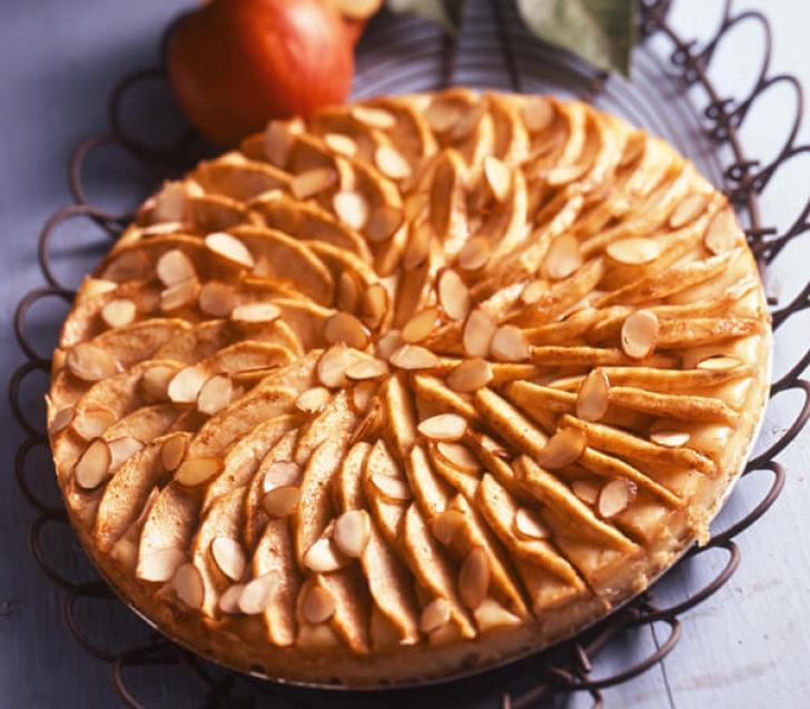 Tortul de mere este un desert delicios nu numai pentru perioadele de post, ci pentru orice zi a anului