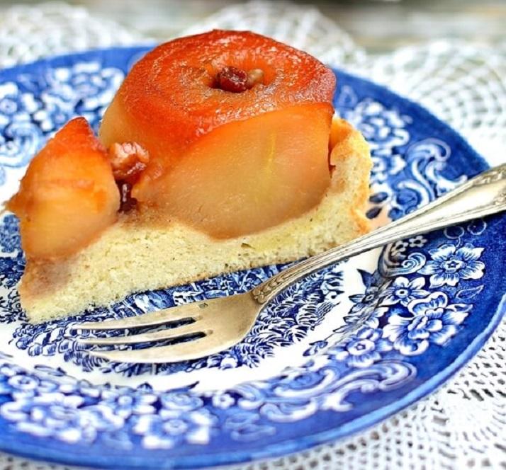 Poftă bună la tortul cu mere întregi caramelizate! Se face ușor și este delicios!
