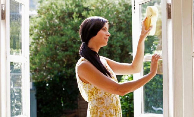 Cu bicarbonat de sodiu se spală ușor geamurile și oglinzile