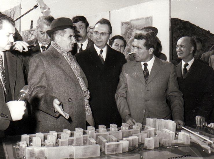 """Nicolae Ceaușescu își urmărea realizarea visului de a schimba fața Bucureștiului pe machete imense pentru că, spune arhitectul Alexandru Budișteanu, """"nu știa să citească planurile pe hârtie"""" și era zilnic pe șantierul din centrul Bucureștiului"""