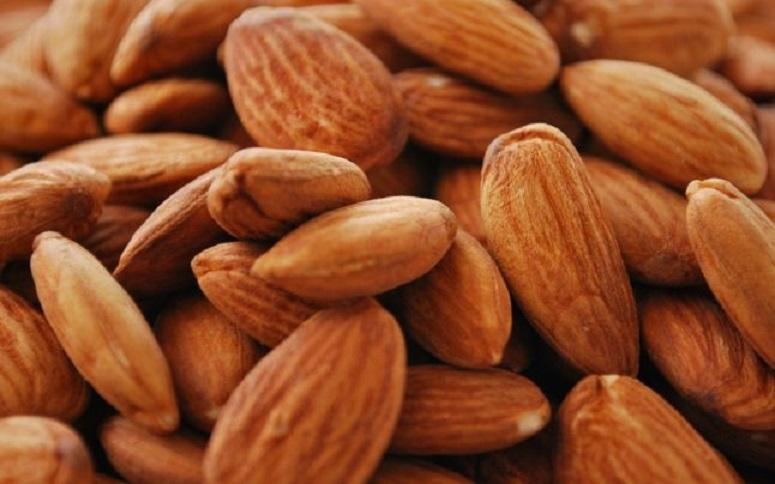Migdalele sunt un aliment recomandat de medici pentru consumul după ora 18:00 fără nicio problemă
