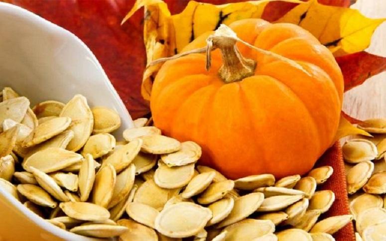 Să spargi semințe de dovleac după ora 18:00 nu te pune în niciun... pericol! Nu te îngrași sigur