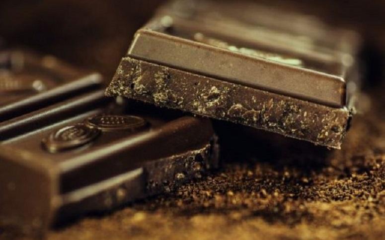 Ciocolata neagră este un deliciu indiferent de oră. Chiar și după 18:00!