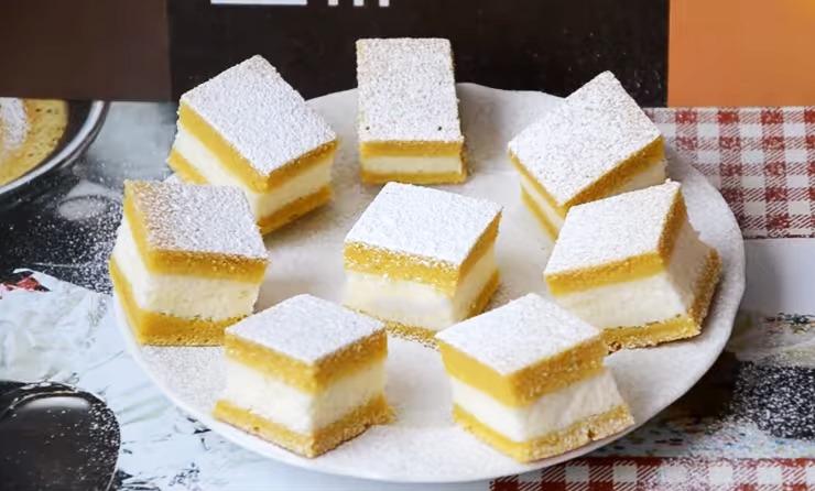 Rețeta pentru plăcinta turnată cu brânză este ieftină și ușor de urmat. Produsul este delicios!