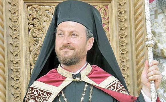 Corneliu Bârlădeanu, fost episcop al Hușilor, a fost șantajat de cei trei preoți