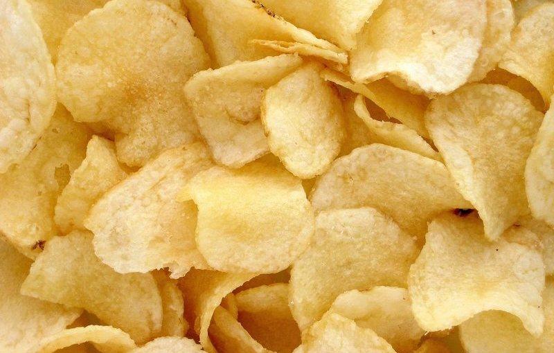 Chipsurile de cartofi au acrilamidă, principala substanţă nocivă care rezultă prin prăjire, puternic cancerigenă. Este cancerul însuși!