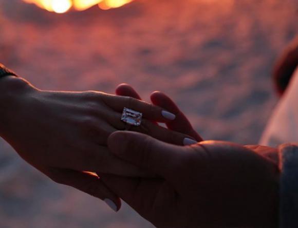 Jennifer Lopez s-a logodit cu Alex Rodriguez