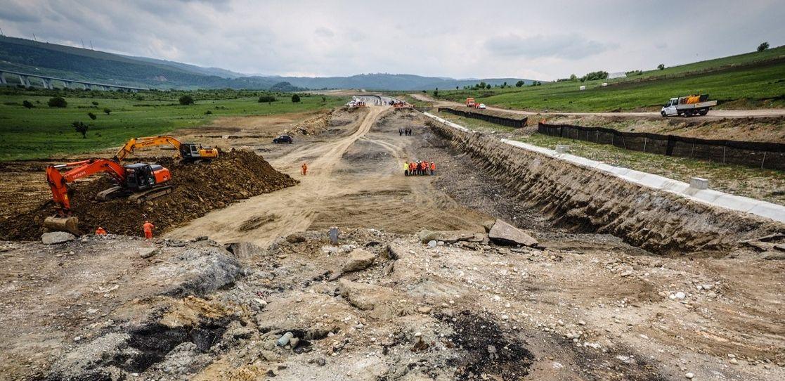 Aici va fi autostrada... o autostradă în România... termenul de dare în folosință: necunoscut... dela 2030 în sus...