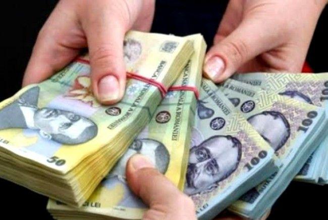 Salariile de la stat au crescut de două ori față de cele de la privat